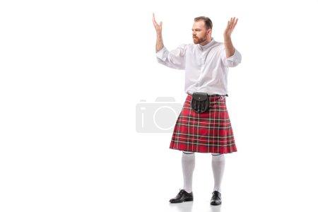 Photo pour Écossais rousse barbu homme en rouge tartan kilt montrant geste haussant les épaules sur fond blanc - image libre de droit