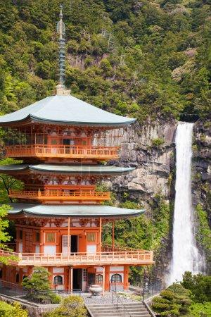 Shiraito cascade en forêt