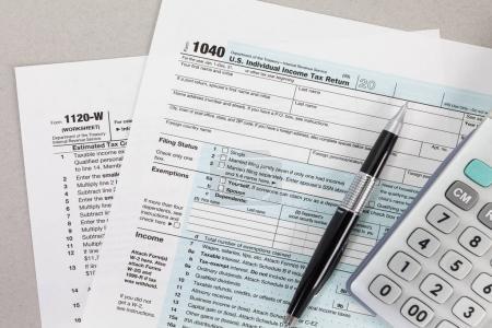 Photo pour Formulaire d'impôt sur le revenu des États-Unis - image libre de droit