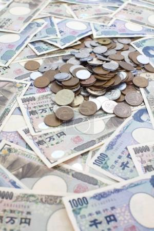 Japanese yen banknotes and coins