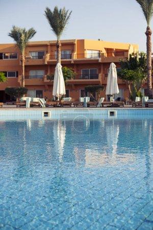 Bar swimming pool