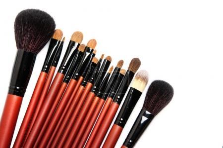 Photo pour Set de pinceaux de maquillage professionnels avec cheveux naturels sur fond blanc - image libre de droit