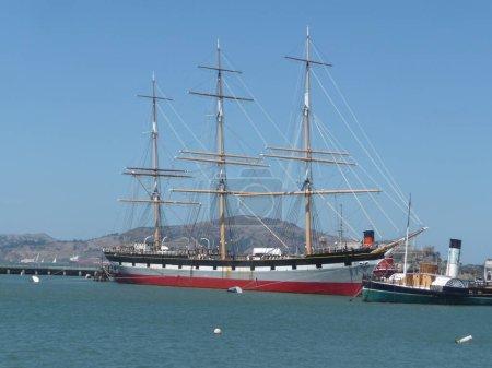 Photo pour Balclutha est un navire à coque en acier entièrement gréé qui a été construit en 1886. C'est le seul navire à gréement carré dans la région de la baie de San Francisco. - image libre de droit