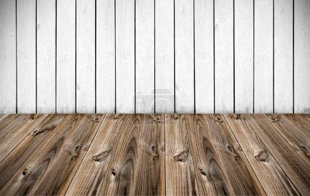 Photo pour Mur bois blanc avec plancher en lattes de bois - image libre de droit