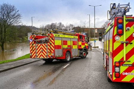 Photo pour NANTGARW, NEAR CARDIFF, WALES - FEBRUARY 2020: Fire tenders called out to an emergency flooding incident in Nantgarw near Cardiff - image libre de droit