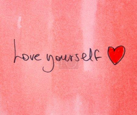 Photo pour Message de motivation aimez-vous avec le cœur rouge - image libre de droit