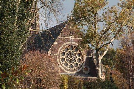 Photo pour Vieille église à Hampstead en automne London - image libre de droit