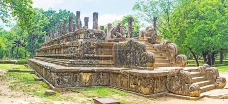 Découvrir le Palais de Polonnaruwa