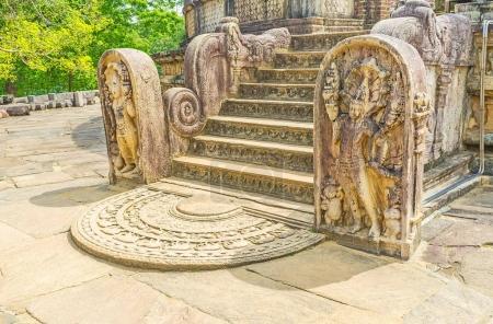 La pierre de lune à Polonnaruwa