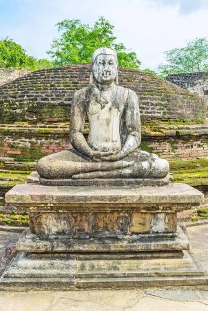 L'antique statue de Lord Buddha à Polonnaruwa
