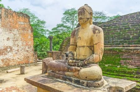 Bouddha méditant dans Dalada Maluwa