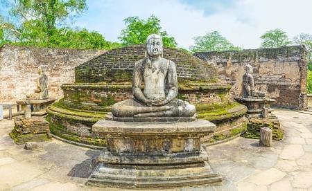 Visiter la maison de Stupa de Polonnaruwa