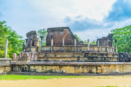 La brique et la pierre des ruines de Polonnaruwa