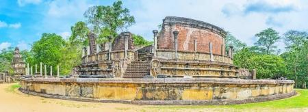 La maison en ruine Stupa à Polonnaruwa