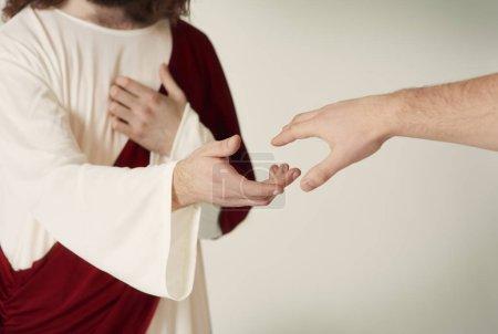 Photo pour Jésus sauvant la main tendre vers les fidèles - image libre de droit