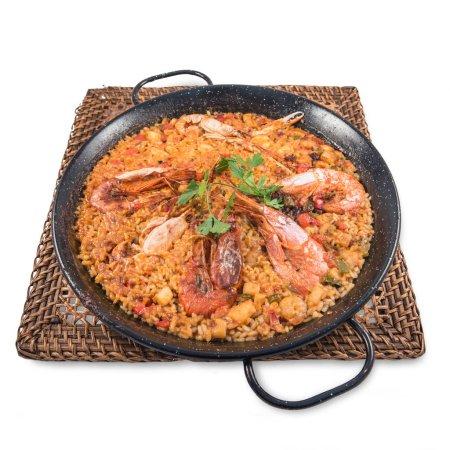 eine Paella mit Meeresfrüchten