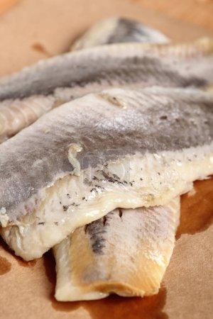 Photo pour Hareng mariné. Filets de poisson salés, soudés, sans peau Clupea. - image libre de droit