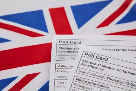 Photo pour Carte de vote pour les élections générales au Royaume-Uni sur un drapeau Union Jack - image libre de droit