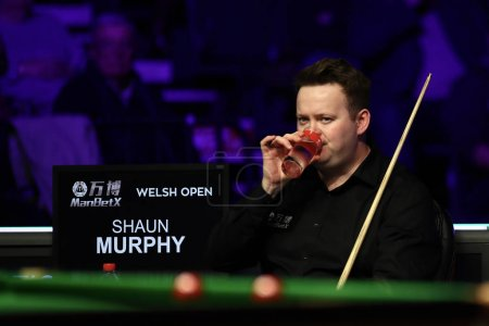 Photo pour Shaun Murphy of England considers a shot to Kyren Wilson of England at the final of 2020 Welsh Open in Cardiff, the United Kingdom, 16 February 2020 - image libre de droit