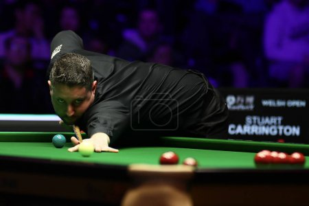 Photo pour Stuart Carrington of England plays a shot to Ronnie O'Sullivan of England at the second round of 2020 Welsh Open in Cardiff, the United Kingdom, 12 February 2020 - image libre de droit