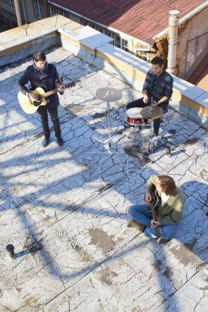 pop band playing music
