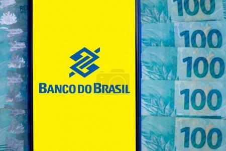 18 de mayo de 2020, Brasil. En esta foto ilustración el logotipo del Banco de Brasil se muestra en un teléfono inteligente .