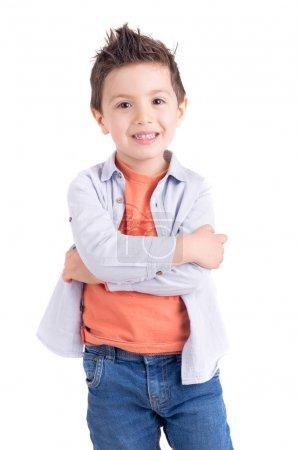 Photo pour Mignon petit garçon dans coloré vêtements avoir amusant sur blanc studio fond - image libre de droit
