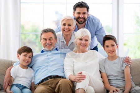 Foto de Familia de tres generaciones - Imagen libre de derechos