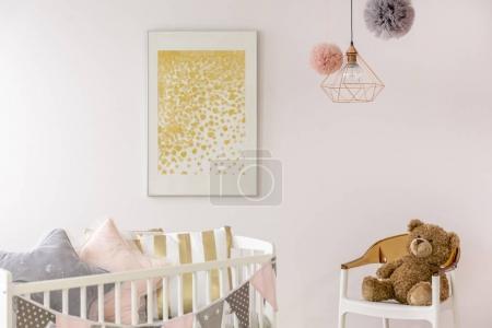 Photo pour Affiche minimaliste tendance en crèche de bébé blanche et pastel - image libre de droit
