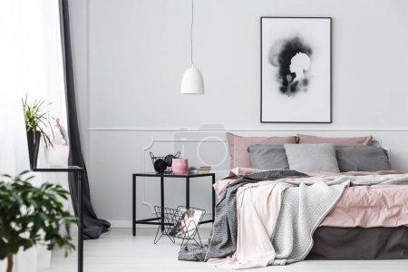 Poster in rosa Schlafzimmerausstattung