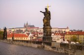 Charles Bridge ad alba, Praga, Repubblica Ceca