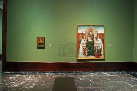 Photo pour Espagne, 26/01/2017: vierge et enfant, anges et famille de donneurs par Berthomeu Baro au Musée des beaux-arts de Bilbao, le deuxième plus visité le Musée Basque où il a permis de prendre des photos de œuvres d'art - image libre de droit