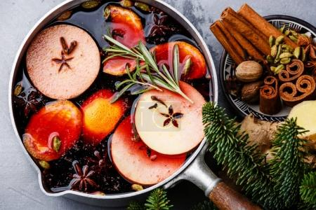 Mulled wine with citrus