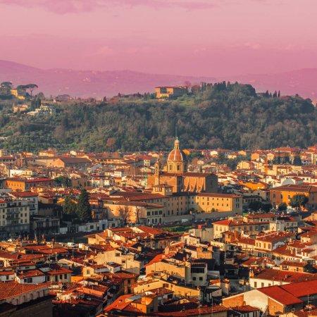 Panorama de Florence, en Italie, au coucher de soleil magnifique. Ville de Florence