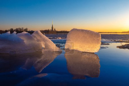Photo for Saint Petersburg. Russia. Peter-Pavel's Fortress. Ice blocks go along the Neva. Dawn over the Neva. Travel to St. Petersburg. Landscapes of winter Russia. Sightseeing tour of the Neva. Excursions. - Royalty Free Image