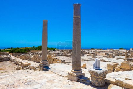 Photo for Cyprus. Pathos. Archaeological Museum. Colons in the archaeological park. Tours of the city of Paphos. Open Air Museum in Cyprus. Ruins. Archaeological park on the background of blue sky. - Royalty Free Image