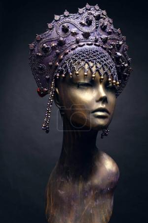 Mannequin in creative purple crown