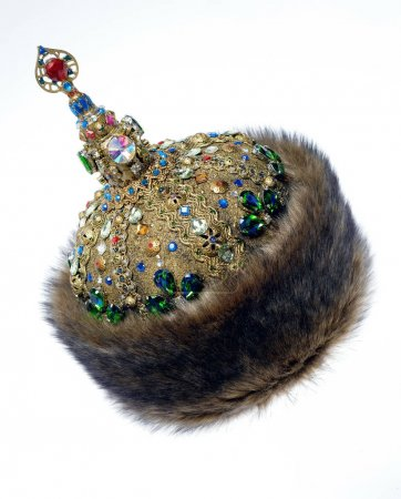Fur rich historical headwear.