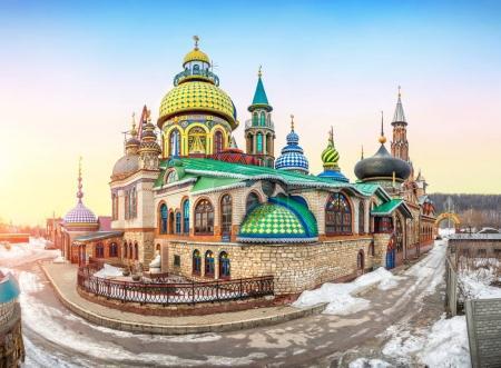 Photo pour Temple coloré de toutes les religions à Kazan un jour d'hiver - image libre de droit