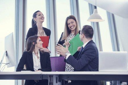 Foto de Gente de negocios en la oficina moderna - Imagen libre de derechos