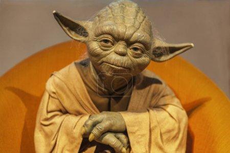 Photo pour Berlin, Allemagne - mars 2017: Maître Yoda cire figure au Musée de Madame Tussaud - image libre de droit