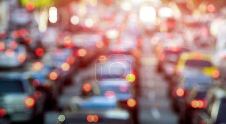 Berufsverkehr mit defokussierten Autos und allgemeinen Fahrzeugen - Stau in Los Angeles Innenstadt - verschwommene Bokeh-Postkarte amerikanischer Ikone mit dunklem Kontrastsonnenfilter - Verkehrskonzept