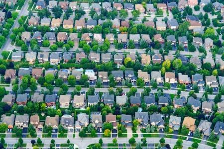 Photo pour Vue aérienne de maisons dans la banlieue résidentielle, Toronto, Ontario, Canada. photo aérienne de l'ontario canada 2016 - image libre de droit