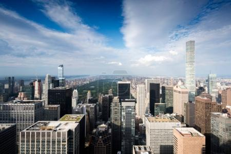 Photo pour Vue aérienne du paysage urbain et les gratte-ciels, New-York, Usa - image libre de droit