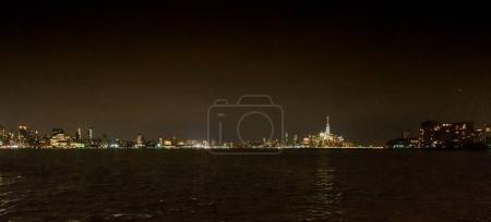 Photo pour Vue panoramique de New York City skyline pendant la nuit, é.-u. - image libre de droit