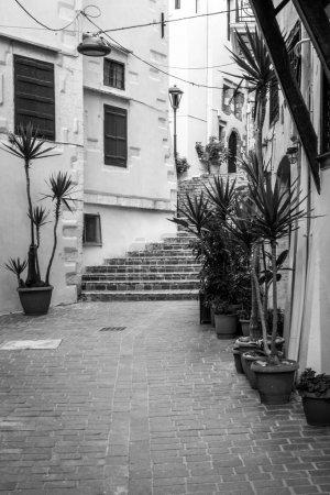 Photo pour Vue d'une ruelle à la Canée, Crète, Grèce - image libre de droit