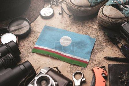 Флаг Республики Саха между принадлежностями путешественника на старом винтаге