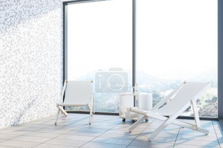 Photo pour Intérieur salle de carreaux gris avec deux transats, debout près d'une fenêtre panoramique avec un beau paysage. rendu 3D maquette - image libre de droit