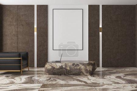 Photo pour Intérieur de salon moderne avec un sol en marbre brun, bruns et blancs des murs et un fauteuil noir près d'une affiche verticale et une table massive. rendu 3D maquette - image libre de droit