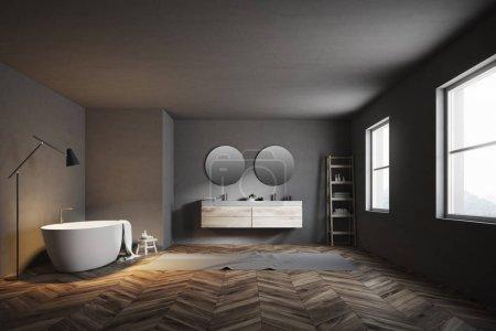 Photo pour Salle de bain de luxe intérieure avec baignoire, un double lavabo avec deux miroirs ronds et un sol en bois avec un tapis dessus. Des fenêtres. Modélisation de rendu 3d - image libre de droit